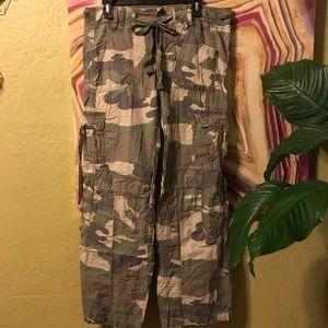 Hollister camo camouflage parachute pants (L)